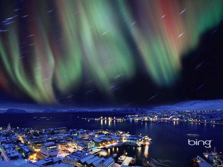 Aurores Boréales : dans la partie nord / bord de mer de Octobre à Mars  : http://www.visitnorway.com/fr/que-faire/attractions-et-culture/attractions-naturelles-en-norvege/la-magie-des-aurores-boreales/ou-et-quand-voir-les-aurores-boreales/