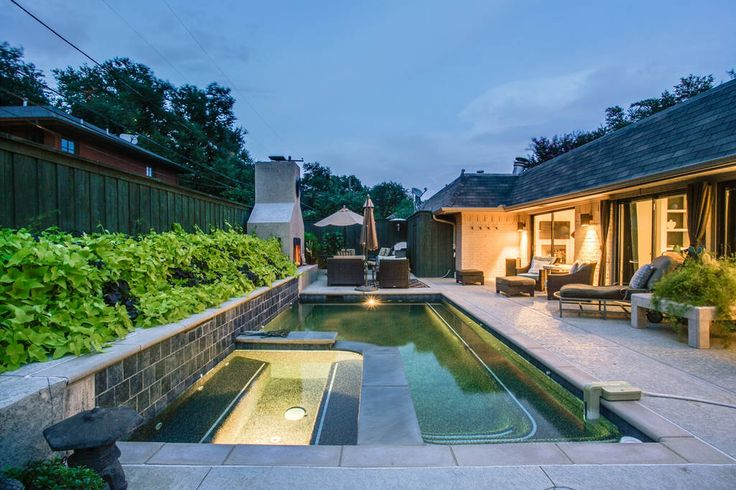 House in Dallas, United States. Zen Retreat ~is close to Love Field,SMU, and Convention Center. This contemporary home with comfortable furnishings and artwork from the owners private collection has three ensuite bedrooms with private patios, fine linens and comfy beds. But its ...