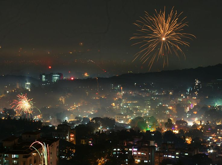 Diwali in Pune. By Rushil Fernandes [CC BY-SA 3.0 (http://creativecommons.org/licenses/by-sa/3.0)]  http://desi-stylebook.com/2015/11/diwali-around-the-world/