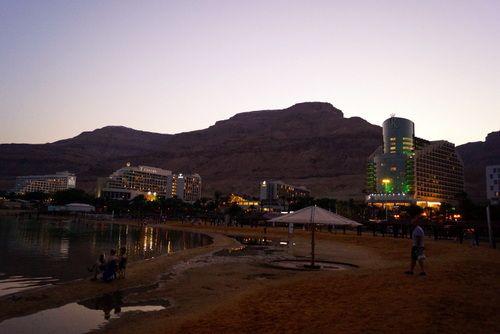 Cae la tarde, 8 pm en el Mar Muerto
