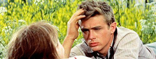 """James Dean, protagonista indimenticabile del film di Elia Kazan """"La valle dell'Eden"""", tratto dall'omonimo romanzo di John Steinbeck."""