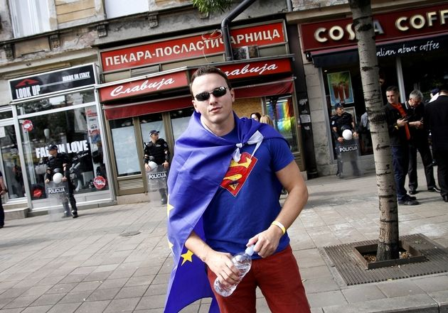 Detalji koji su obeležili Prajd: Stajliš političari i Supermen usred Beograda!