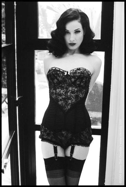 Dita Von Teese - love her hair!!