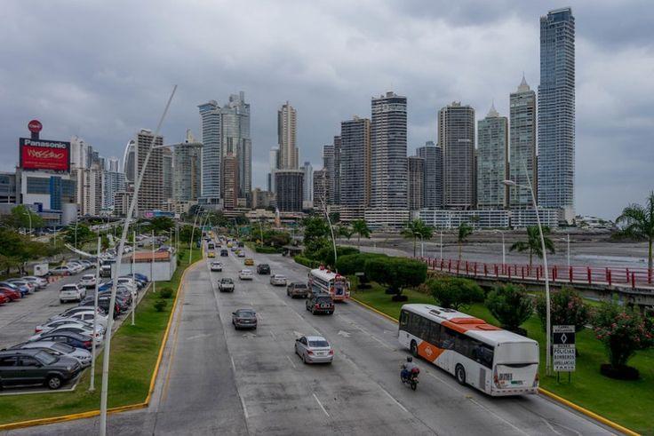 Læs om Mellemamerikas største metropolområde der er et mix af moderne skyskrabere og smuldrende historiske ruiner her: http://www.backpackerne.dk/panama-city-billeder/