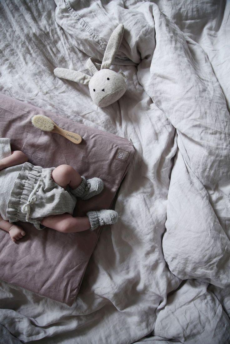 Skötbädd i 100 % linne, färg Dusty Pink. Kollektion NG Baby Mood. | Källa: Anna Kubel