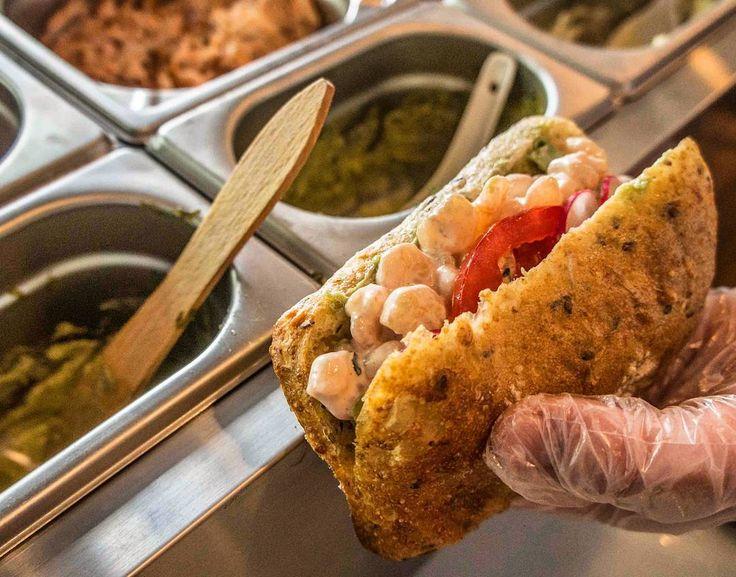 Nie zdążyliście zjeść śniadania w domu? Wpadajcie do Bez Ości po kanapkę z krewetkami albo rybką. #warsaw #warszawa #bezości #bezosci #ryba #fish #shrimpsandwich #sandwich #lunch #breakfast #snack #sandwichbar Empty fridge or no time for breakfast at home?  Pop in to Bez Ości for a tasty fish sandwich.