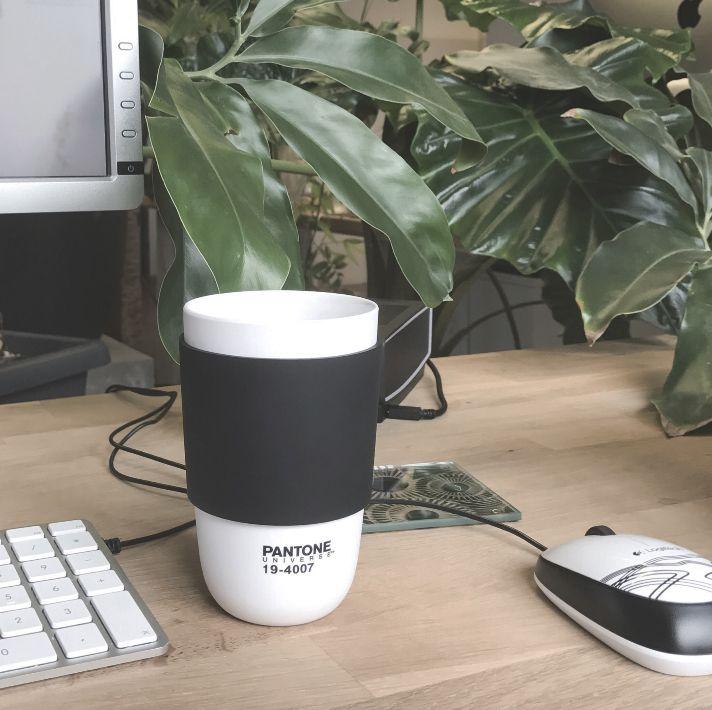 ★☕️ Pantone Zwarte Koffie ☕️★  #maandagmorgen #pantone #grafischontwerp