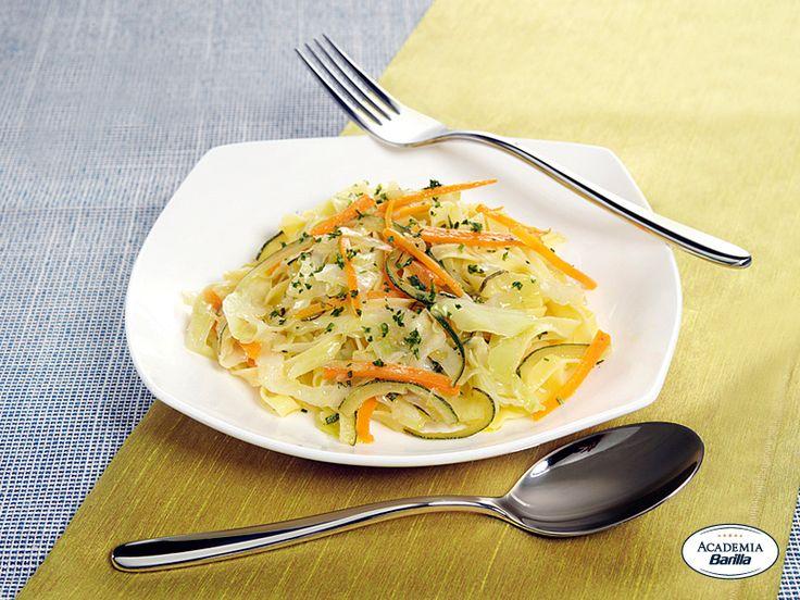 Tagliatelle all'Uovo con verze, zucchine e carote