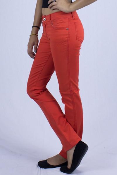 Pantalón Jopp Coral  Añade color a tu armario con Jopp Jeans Colors, la tendencia mundial se inclina a esta tendencia que lleva el arcoíris a tus jeans, llenando de vida tu outfit, contamos con amplia gama de colores cómo: Jeans color coral, jeans color aguamarina, jeans color cielo, jeans color rosa, jeans color amarillo, jeans color rojo y naranja. Pantalón Jopp Jeans Colors están hechos en gabardina strech, Te quedará de maravilla además de ser súper cómodo.  $371,20 Pesos