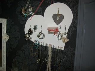 sierraden opgeruimd kettingen bakje voor ringen en oorbellen