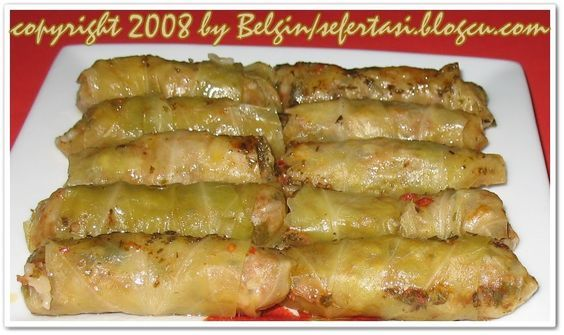 1 Orta boy beyaz lahana 300-400 gr civarı kıyma 1.5 Su bardagi pirinç 2 adet soğan 1 tatlı kaşığı salça 2 yemek kaşığı domates suyu 1 çay k...