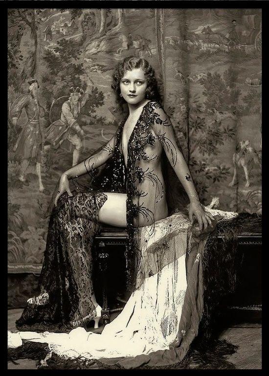 Anne (Anna) Lee Patterson - 1930 - Ziegfeld Girl - Photo by Alfred Cheney Johnston