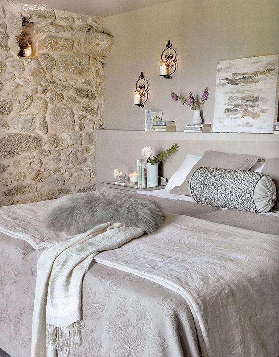 Un mur en pierre pour une chambre pleine de caractère! 20