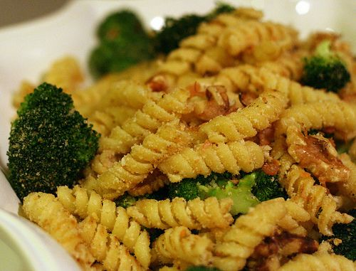 This recipe contains spelt pasta, which are fine to be included into an alkaline based diet. The other main ingredients are broccoli and almonds, which are both highly alkaline, tasty and packed with nutrients too!
