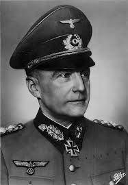 Alfred Hermann Walther von Brauchitsch (Berlín, 4 de octubre de 1881 – Hamburgo, 18 de octubre de 1948)  El Mariscal de Campo Walther von Brauchitsch fue el Comandante en Jefe del Ejército alemán en los victoriosos años de la Blitzkrieg. Las campañas de Polonia, Noruega y Dinamarca, Francia, Países Bajos y Bélgica, además de las operaciones de los Balcanes, fueron acometidas bajo su mando, así como los planes operativos de la Operación Barbarroja, la invasión de la URSS.