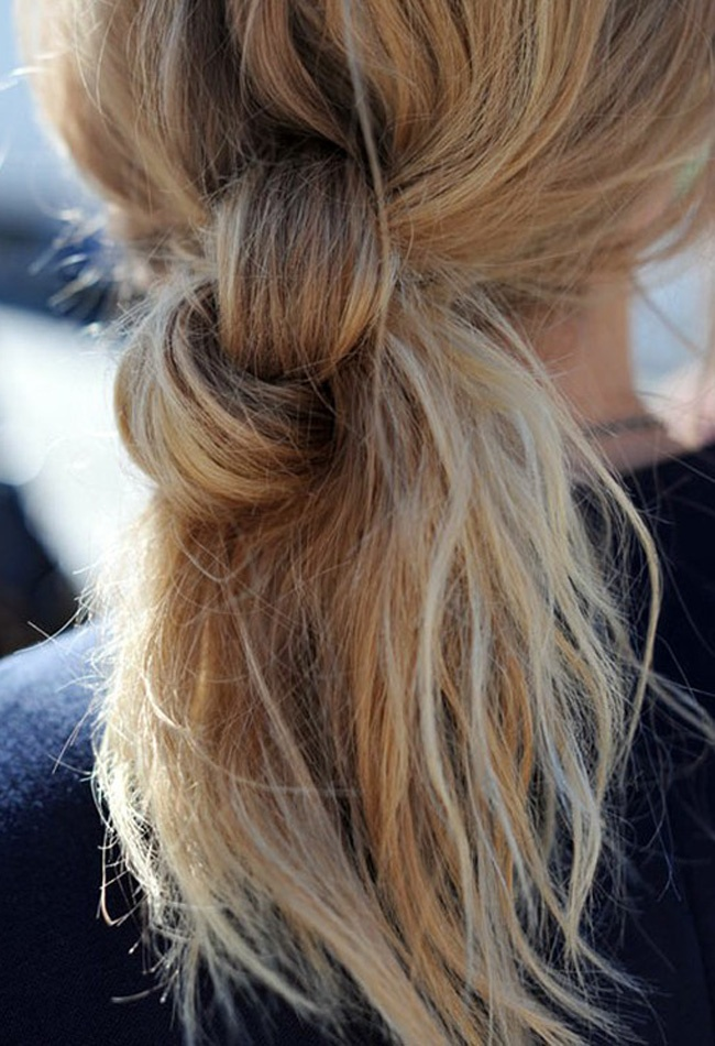 Knots @Jaime Young i wish i could do this.. and my hair not look a mess and stringy