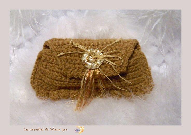 Pochette au crochet, vintage, senteur lavande, marron, rustique. Fait main. Modèle unique. : Autres sacs par les-virevoltes-de-l-oiseau-lyre