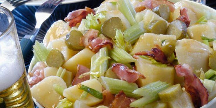 Πικάντικη πατατοσαλάτα με λουκάνικα και μουστάρδα
