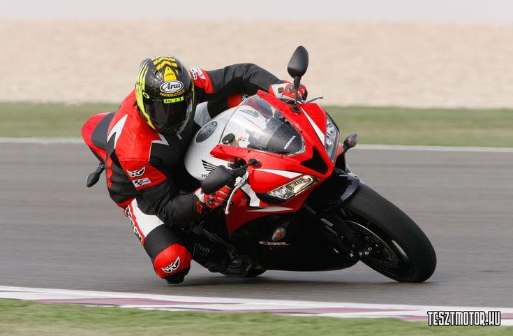 Honda+CBR+ABS+Katar = :-) Az Online Motoros magazin | Tesztmotor.hu