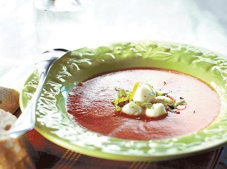Tomaatti-mozzarellakeitto