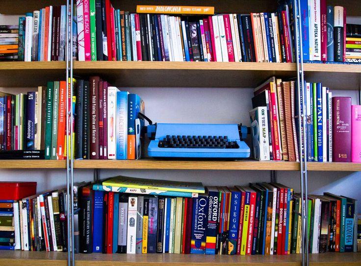 book, books, bookshelf, bookworm, read, reading, książki, biblioteczka, książka, maszyna do pisania, typewriter, fot. Zenja blog