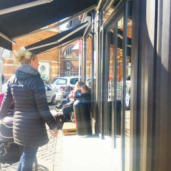 People watching at Baresso in Copenhagen