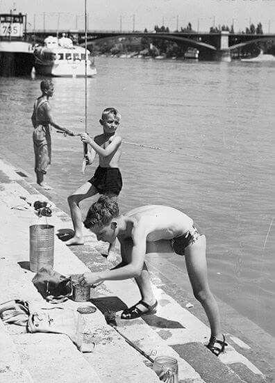 1959. Horgászó gyerekek  a Margithídnál.