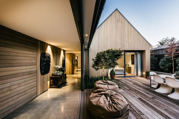 """Built on a lot formerly occupied by a home destroyed during the Christchurch earthquakes, the Andover Street House is a modern spin on the English farmhouse. The home is actually a series of four """"pavilions"""" connected by flat-roofed glass galleries,..."""