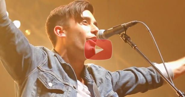 """I Love this Live Performance of """"This is Amazing Grace"""" by Phil Wickham"""