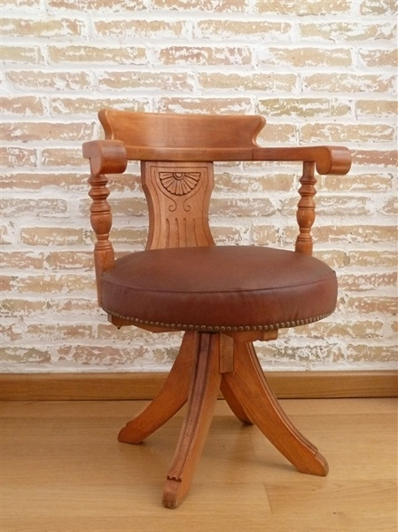 L'atelier de Papillon - Antique office chair