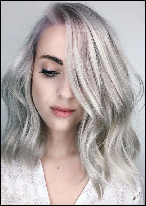 Silbernes Haar Trend: 51 Cool Grey Hair Farben und Tipps für Going … – Frisuren Damen – –  – #Kurzhaarfrisuren