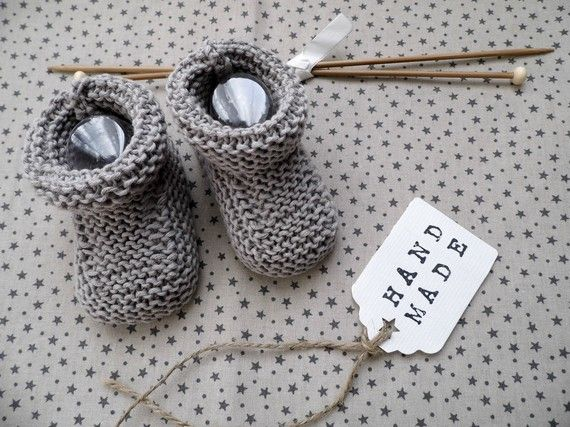 Chaussons bébé en coton gris tricoté-main