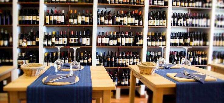 Enoteca del Porto - Nasce nel 2012 a Fiumicino, da un idea di Massimo Zardetto, esperto del settore vinicolo da moltissimi anni. Entrando nell'accogliente ed elegante locale ci si trova davanti ad un vastissimo assortimento di vini, liquori, spumanti e champagnes, oltre 3500 etichette prestigiose di grandi e piccole aziende produttrici Italiane e di tutto il mondo. L'enoteca del Porto organizza per pranzo e cena dei gustosissimi aperitivi e offre un'ampia scelta di vini da degustazione.