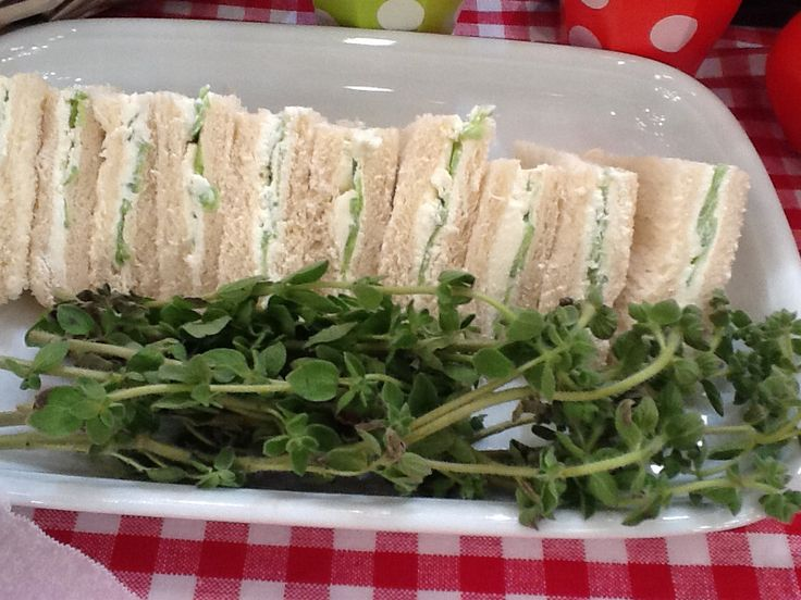 Cucumber sandwich, soo refreshing!!!!     http://www.instyle.gr/recipe/santouits-angouriou/