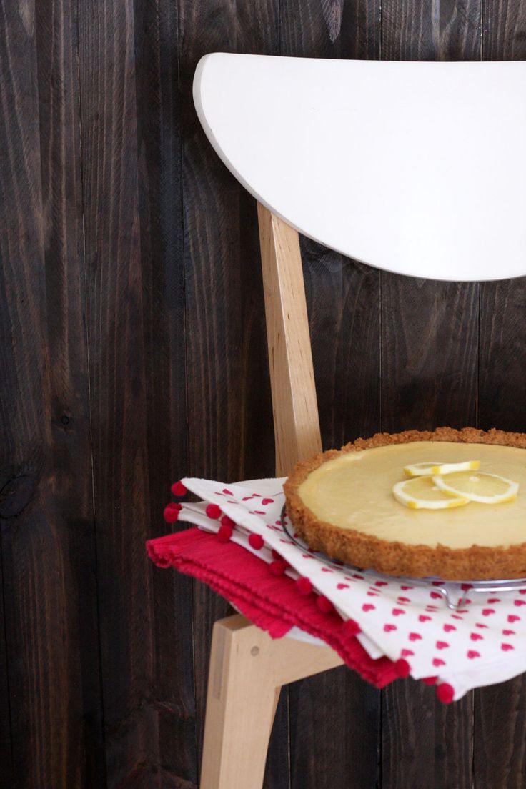 Una tarta con todos los atributos para ser preparada en un día de verano: pocos ingredientes, poco tiempo de horneado, rapidíiiiisima de preparar, y lo mejor de todo: ¡FRESQUITA Y DELICIOSA!