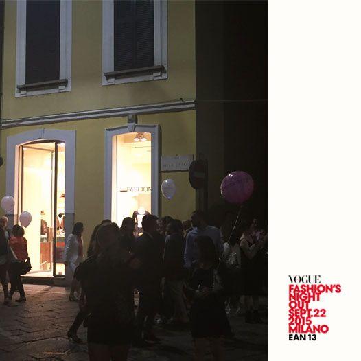 Mega Fashion Boutique - Via della Spiga, #Milano in occasione della #Vogue Fashion's Night Out. #VFNO15