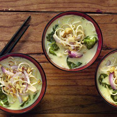 Zitronengrassuppe mit Ramen-Nudeln