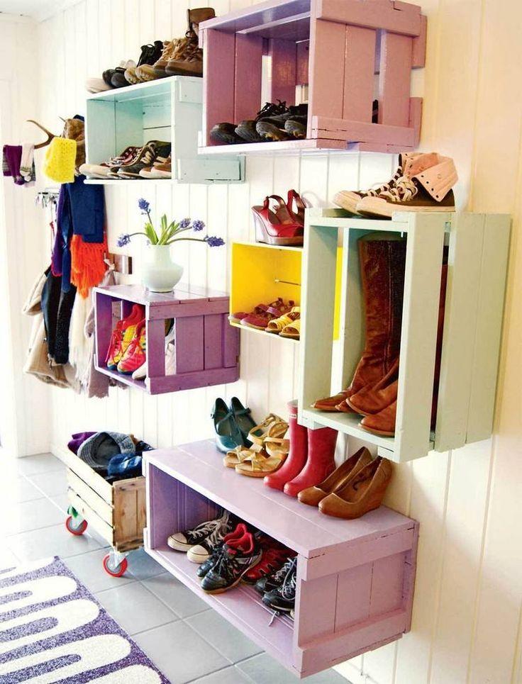 Полки для обуви в прихожую: 70 потрясающих идей для коридора своими руками http://happymodern.ru/polki-dlya-obuvi-v-prixozhuyu-svoimi-rukami-foto/ Окрашенные ящики, прибитые к стене станут отличным декором в прихожей