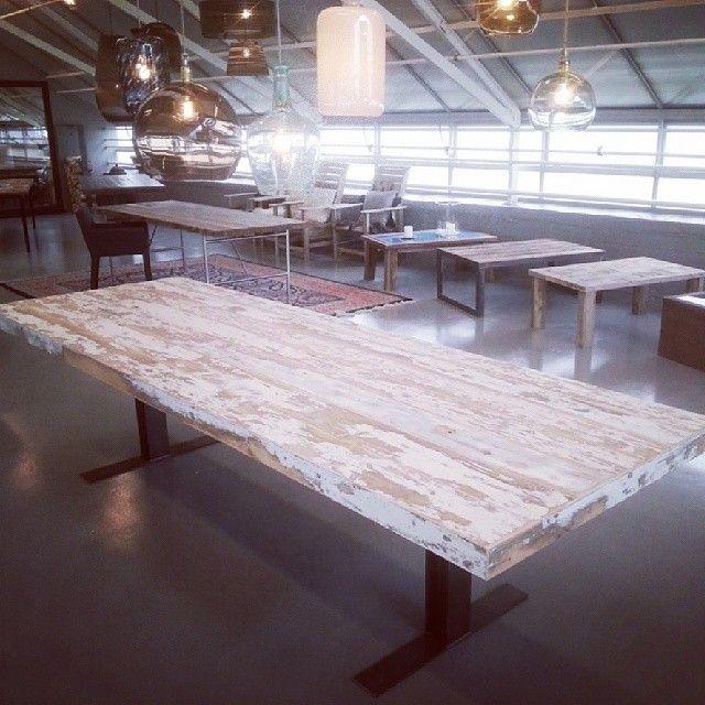 Første #spisebord av #1735 materialene.  Om bare disse veggene kunne snakke,  sukk! #drivved #drivvedland #gjenbruksmaterialer #showroom #gjenbruk #barefordeg #påbestilling