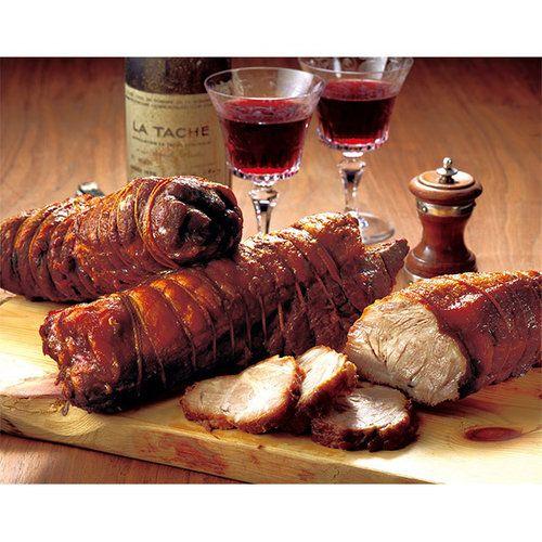 年末には行列ができる<肉のたかさご>の名物「たかさごのやき豚」。2012年DLG国際ハム・ソーセージ品質コンテスト金賞受賞商品。世界が認めた下町名店の味。ベテラン職人が真心と時間と手間をかけて作ったやき豚は、秘伝のタレが肉の隅々まで染み渡り、冷めてもやわらかく、ジューシーな美味しさです。米沢牛と国産豚を使用したちょっと贅沢なおつまみとして人気の『米沢牛入りさらみ』の特別セットをご用意しました。大阪高島屋でしか買えないセットです。父の日のギフトにぜひどうぞ。