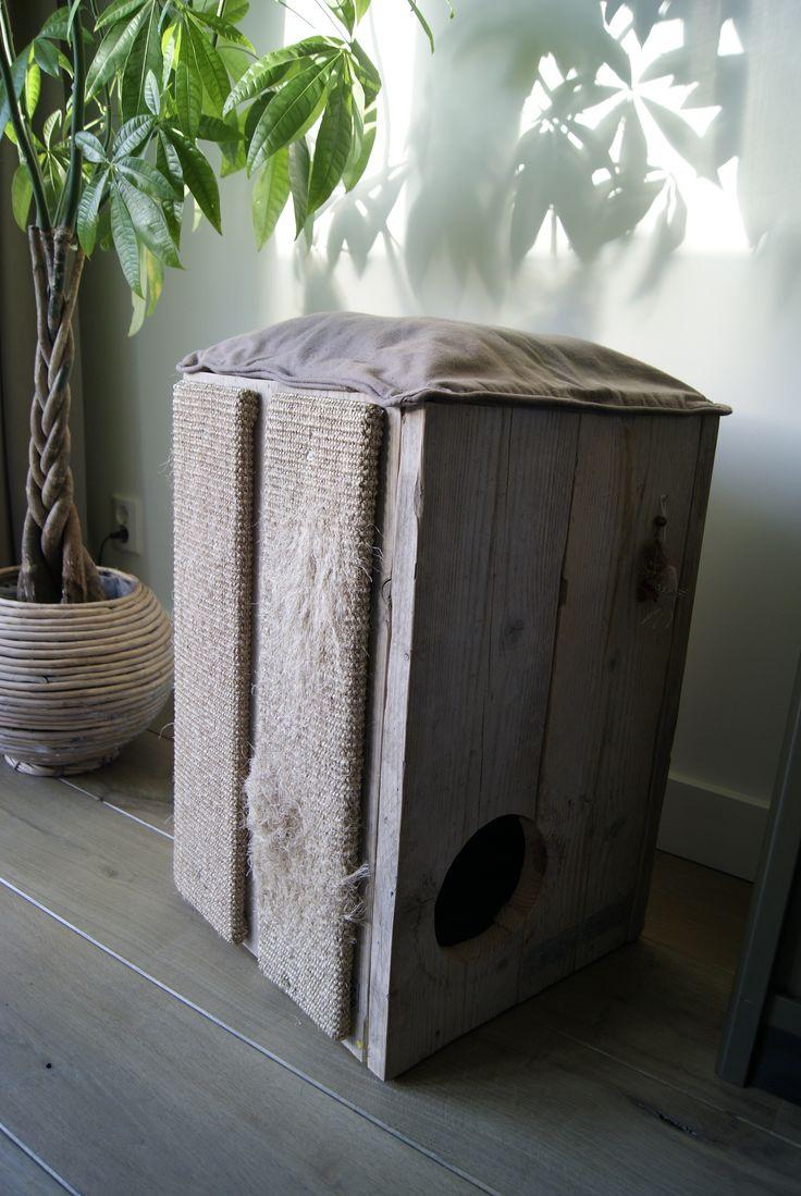Zelfgemaakte katten krabpaal van steigerhout
