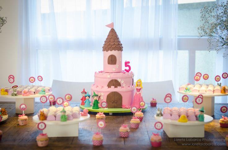 Festa Disney com tema de princesa? Sucesso garantido! Veja aqui uma festa linda da Aurora - Bela Adormecida.