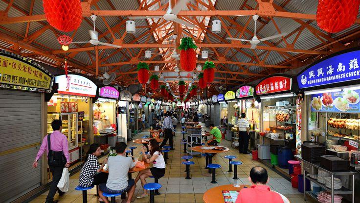 Dengan sekian banyak kedai dan gerai makanan yang menanti di sini, maksimalkan kunjungan Anda dengan mencoba makanan jalanan terbaik di daerah ini.