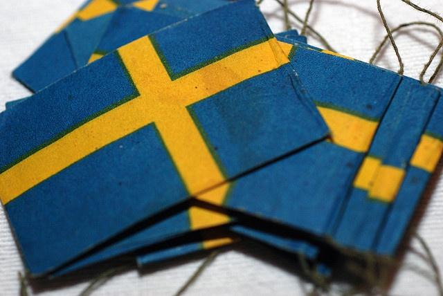 Svenska flaggor på tråd