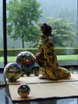 De theeceremonie neemt in Japan een plaats in die veel meer betekent dan alleen het drinken van een kopje ...