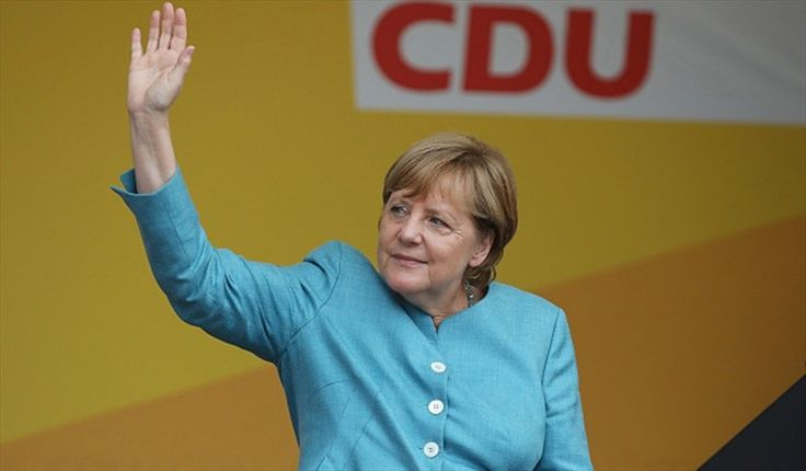 Merkel gana sus cuartas elecciones en un país sacudido por la ultraderecha La jornada estuvo marcada por el hundimiento socialdemócrata y la irrupción como tercera fuerza del Bundestag (Parlamento) de la ultraderechista Alternativa para Alemania (AfD).