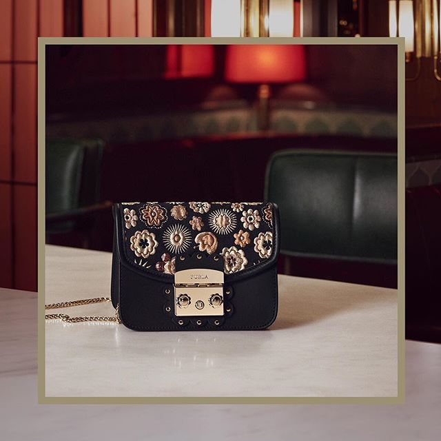 Stunning jacquard fabrics: browse our new Furla Metropolis bags from Cruise 18 collection, follow us at #thefurlasociety.   #furlafeeling #furla #holiday #campaign #newcollection #furlacruise18