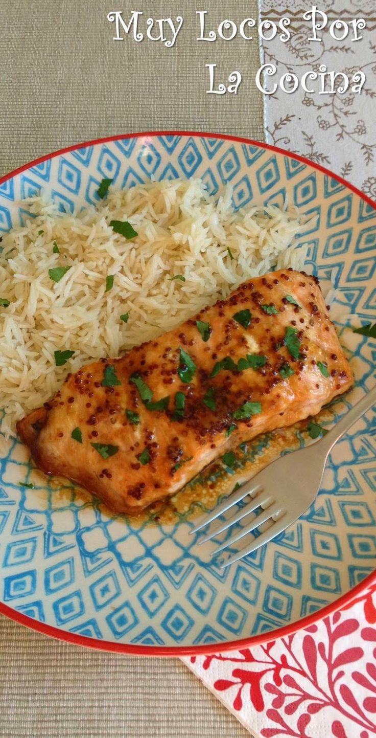 Twittear      Esta es una receta de salmón al horno muy fácil de hacer y rápida que combina el sirope de arce con la mostaza ...