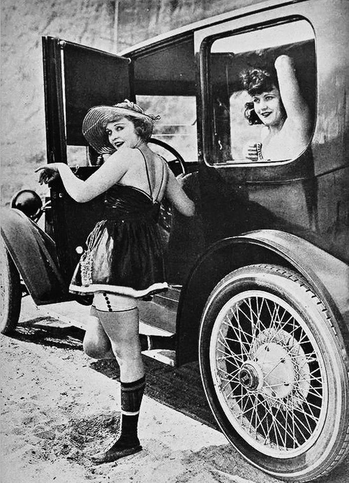 Tracie and I going crusing .Phyllis Haver and Marie Prevost, 1920's. ☀