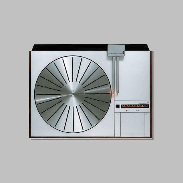 BEOGRAM 4000 Bang & Olufsen 1972 designer Jacob Jensen Beogram 4000 won in 1972 the iF Design Award and in 1973 it received the Danish ID Award; it was included in the New York's Museum of Modern Art (MoMA) Design collection and also received the English Blue Ribbon award for outstanding design. #audio #audiophile #bangandolufsen#industrialdesign #vinyl #analog #turntable